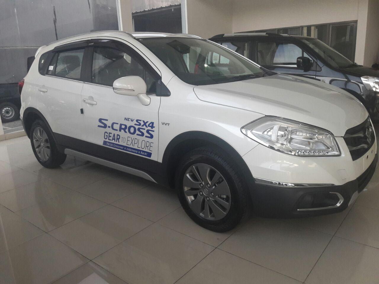 Suzuki S-Cross test drive warna putih